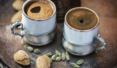 Для чего на Востоке в кофе добавляют кардамон?